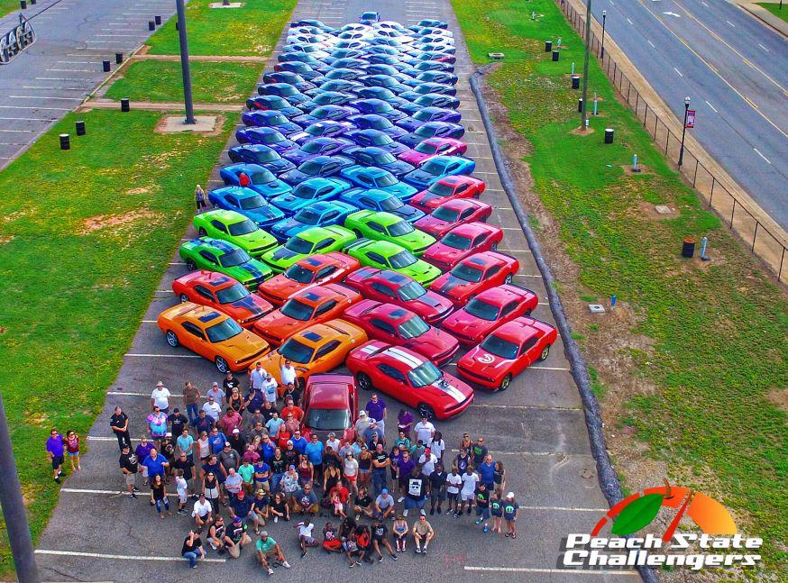 Regenboog van 76 Dodge Challengers