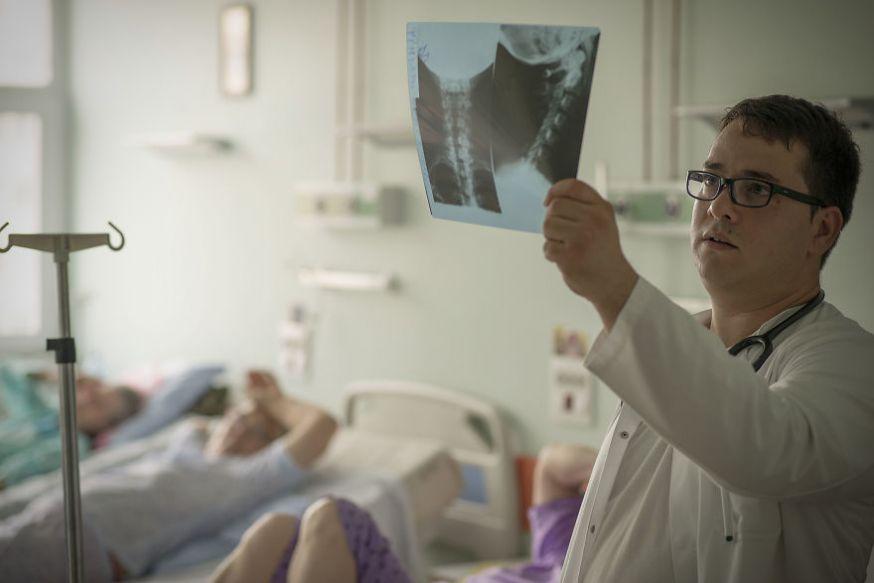 Petrut Calinescu fotografeert Roemeense doktoren