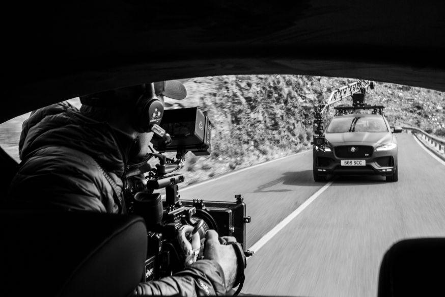 Jaguar F Pace en nieuwste Canon EOS-systeemcamera op topsnelheid