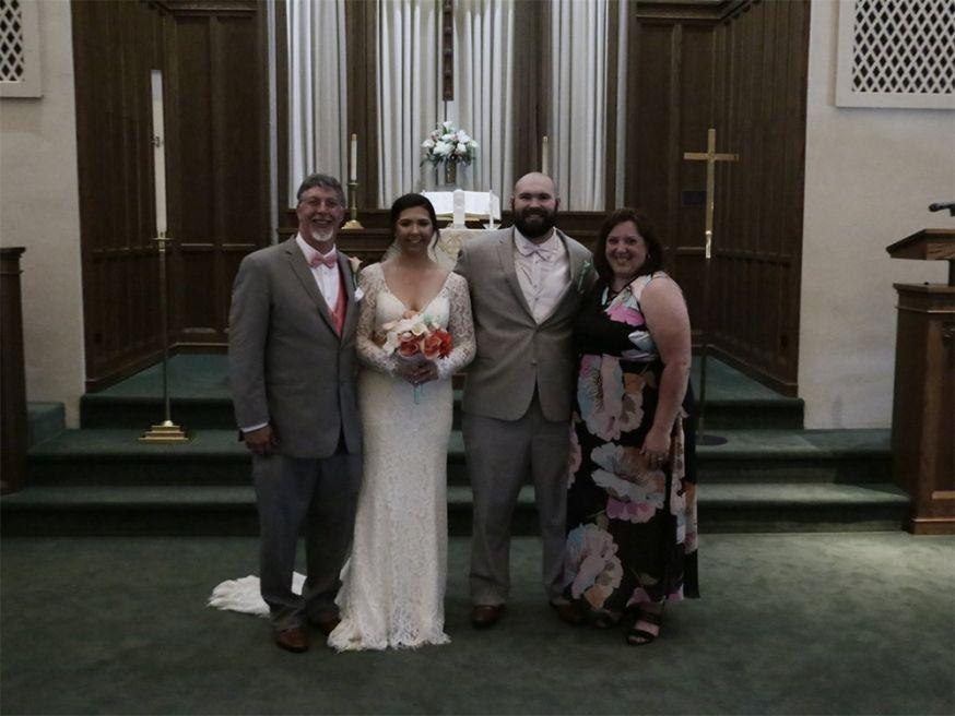Bruidspaar betaalt € 730,- voor slechte bruidsfoto's