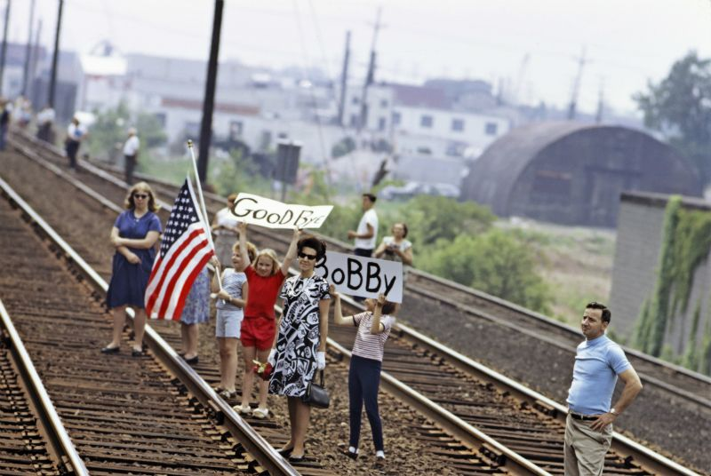 Nederlands Fotomuseum Robert F. Kennedy Funeral Train – The People's View