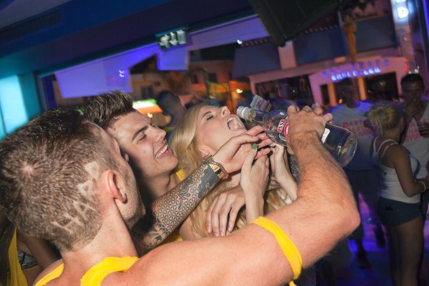 fotograaf peter dench invasie dronken britten dronken britten